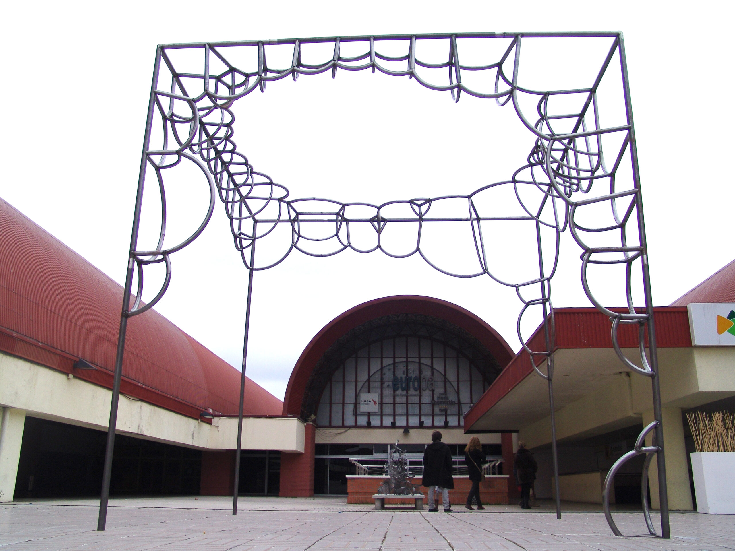 """Cubo de burbujas"" obra de Diego Canogar"